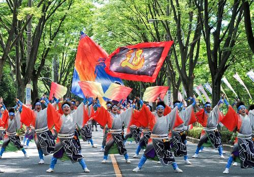 東京都のダンスパフォーマンス集団迫-HAKU-様よさこい旗のお写真