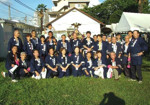 東京都の上連雀四ツ葉自治会様の神輿半纏お写真
