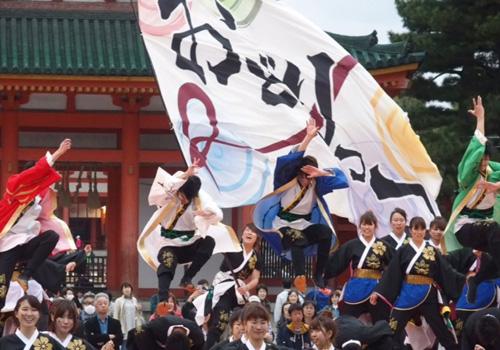 京炎そでふれおどりっつ様のよさこい旗の写真