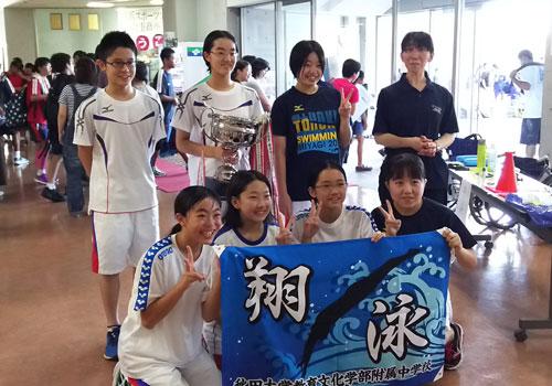 秋田大学教育文化学部附属中学校水泳部様の応援旗の写真