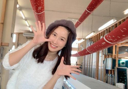 タイで人気のアイドル、JAN(じゃん)さんが手ぬぐいを染める