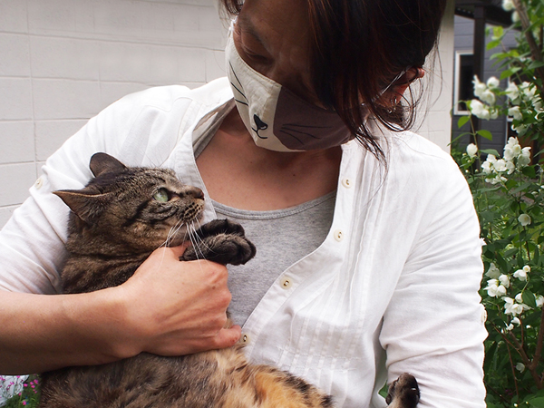 ネコとネコマスク 黒瀬さんとモカちゃん