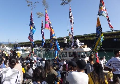 静岡県の諏訪丸様の大漁旗(進水式)